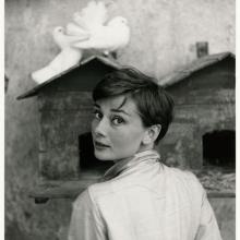 Audrey Hepburn, fotografiată de Philippe Halsman, 1955