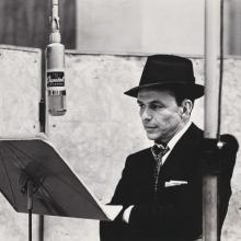 Frank Sinatra, fotografiat de Herman Leonard, circa 1956