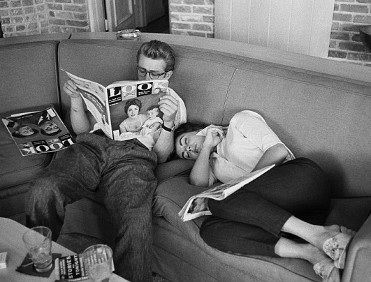 """JAMES DEAN ON LOCATION FOR THE FILM """"GIANT"""" IN MARFA, TEXAS. 1955"""