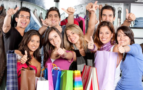 http://www.dreamstime.com/royalty-free-stock-photos-friends-shopping-image8862728