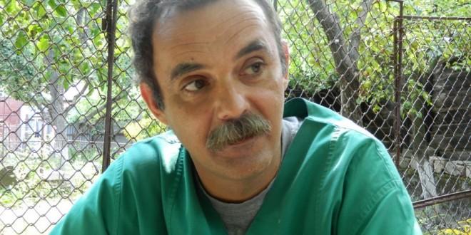 """Dr.Adam Zoltan: """"Cel mai mult îmi place cezariana la câini, când scot puii la viaţă şi mă uit la ei"""""""