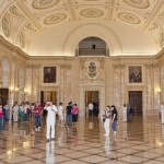 Vizite ghidate în spaţiile istorice ale Palatului Regal