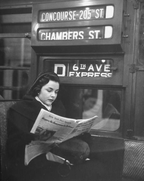 Femeie in metrou
