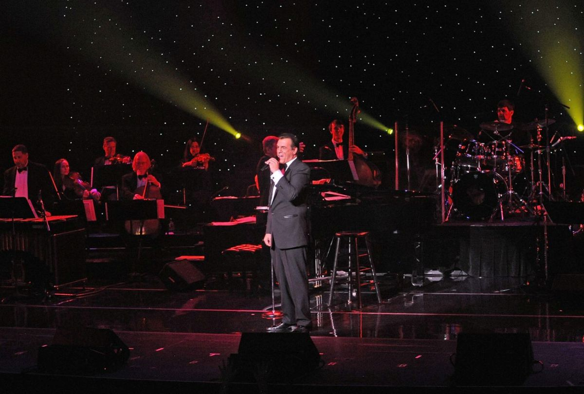 Robert Davi sings Sinatra