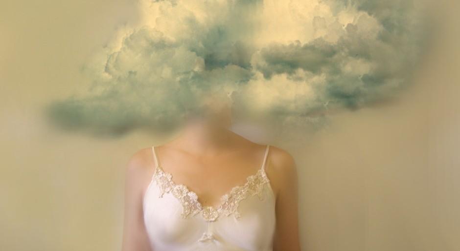 cu capul in nori