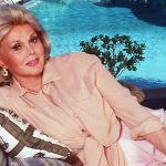 1990. Bel Air, Zsa Zsa Gabor Beside Her Swimming Pool In The Garden Of Her Bel Air Mansion (Photo By Paul Harris/Getty Images)