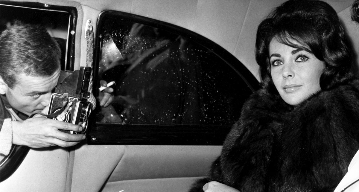 Nov 26, 1960; Paris, FRANCE; Actress ELIZABETH TAYLOR leaving the Paris airport after flying in earlier that day. Mandatory Credit: Photo by KPA/ZUMA Press. (©) Copyright 1960 by KPA (Newscom TagID: zumaphotos943044) [Photo via Newscom]