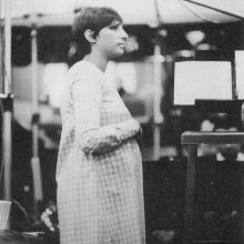 """Barbra Streisand, însărcinată, înregistrând melodia """"Je m'apelle Barbra"""", 1966"""