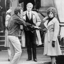 """Barbra Streisand și Robert Redford, pe platourile de filmare de la """"The Way We Were"""", 1973"""
