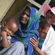 Waris Dirie, fiul său Leon și mama sa